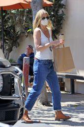 Gwyneth Paltrow Street Style - Montecito 06/08/2021