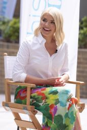 Holly Willoughby - Filming This Morning in London 06/15/2021