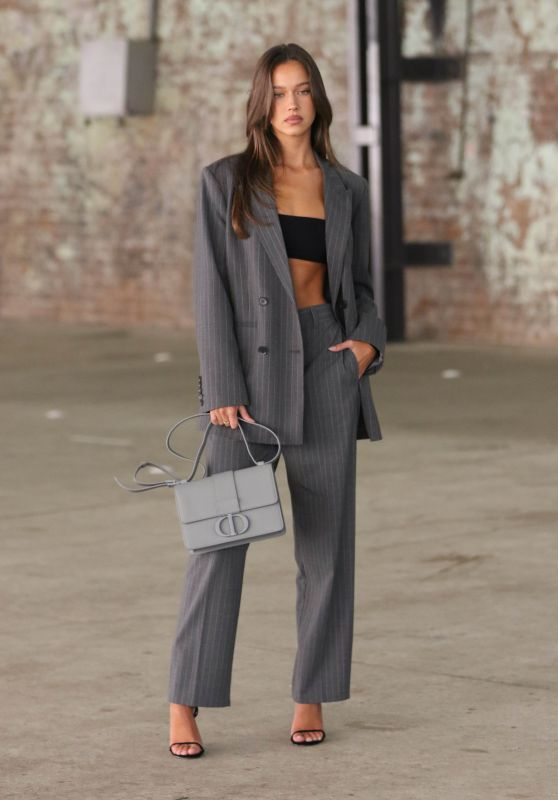 Isabelle Mathers – Afterpay Australian Fashion Week Street Style in Sydney 06/01/2021