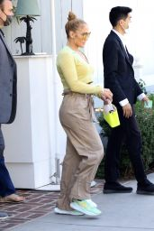 Jennifer Lopez at San Vicente Bungalows in West Hollywood 06/11/2021