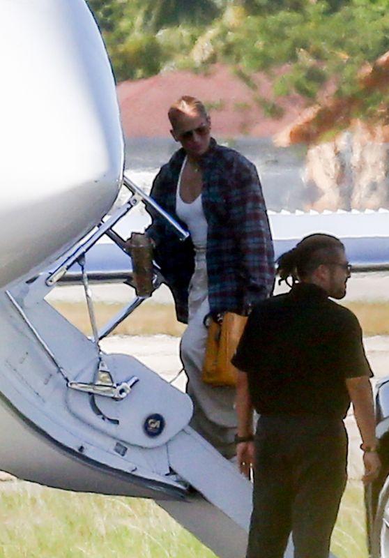Jennifer Lopez - Leaves Miami 06/10/2021
