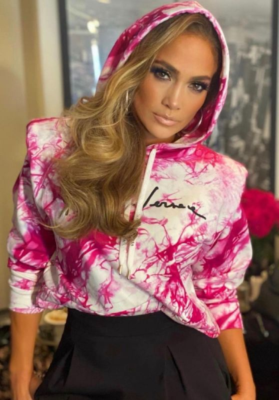Jennifer Lopez Outfit 06/12/2021