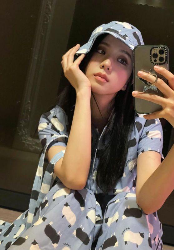 Jisoo Outfit 06/02/2021