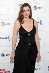 """Julia Fox - """"No Sudden Move"""" Premiere at the Tribeca Festival"""