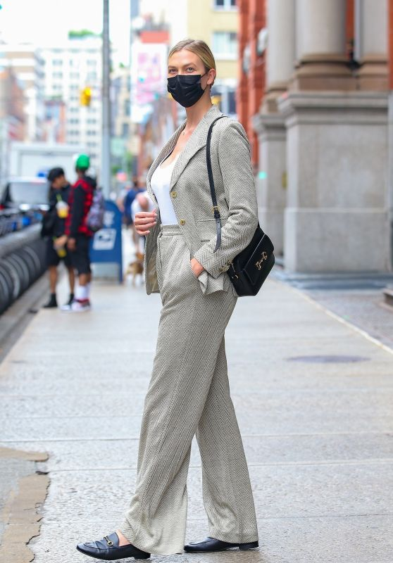 Karlie Kloss in a Fitted Blazer and Matching Trousers - New York 06/02/2021