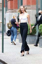 Karlie Kloss Looks Fashionable - NYC 06/03/2021
