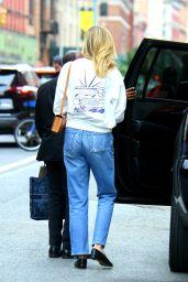 Karlie Kloss Street Style - New York 06/11/2021