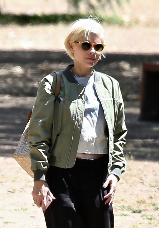 Kate Mara Debuts New Blonde Hair - LA 06/06/2021