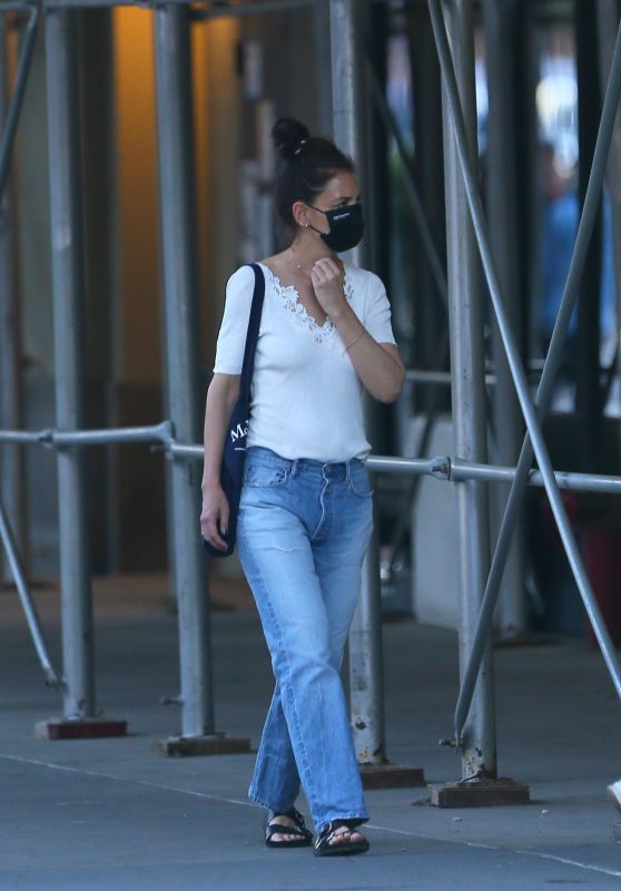 Katie Holmes - Out in New York 06/04/2021