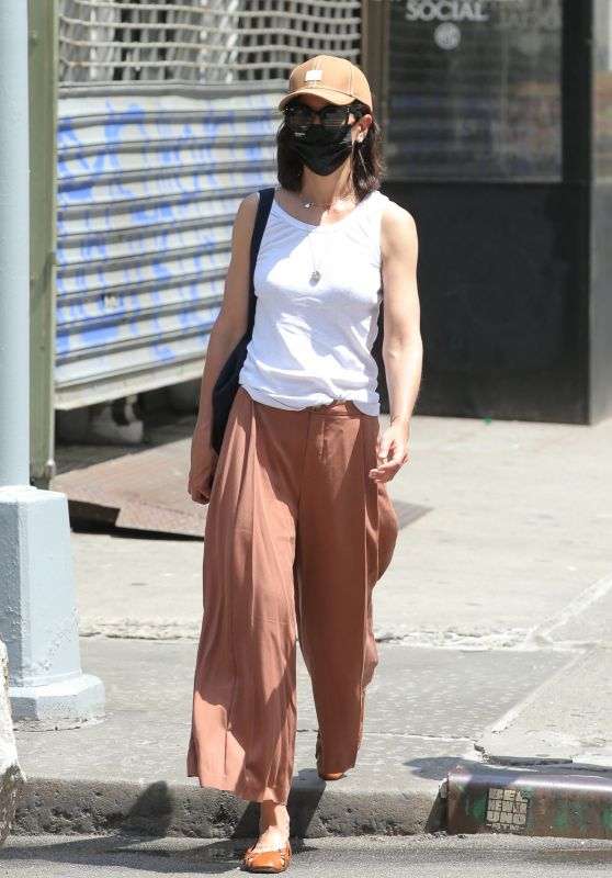 Katie Holmes - Out in New York 06/21/2021