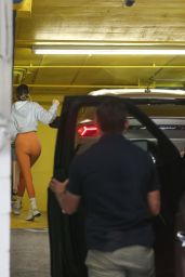 Kendall Jenner Booty in Tights - Arrives at the Gym in Los Angeles 06/22/2021