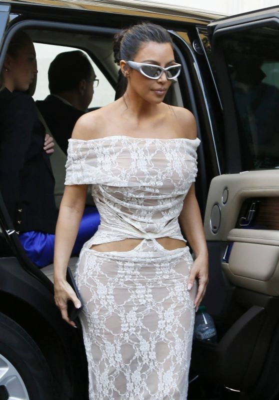Kim Kardashian - Arriving at Her Hotel in Rome 06/29/2021