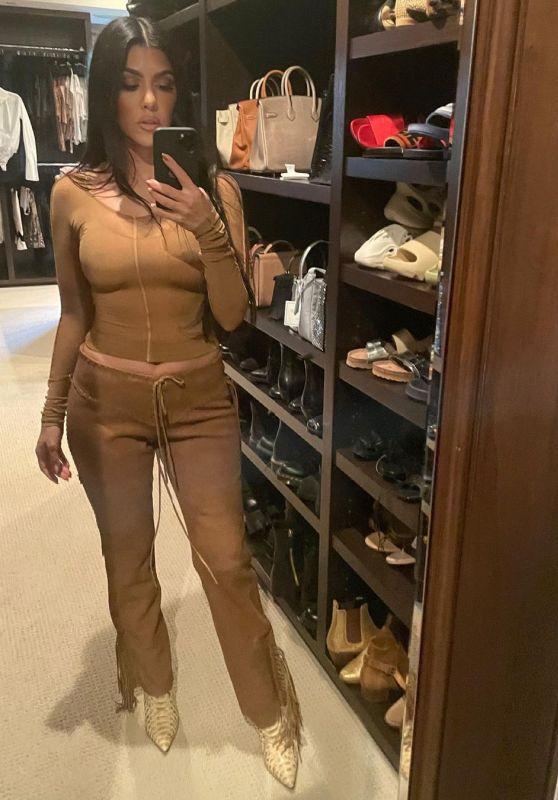 Kourtney Kardashian Outfit 06/28/2021