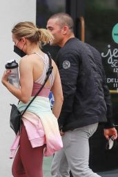 Kristen Bell - Outside Studio Metamorphosis in Los Feliz 06/08/2021