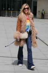 Laura Whitmore Chic Street Style - London 06/06/2021