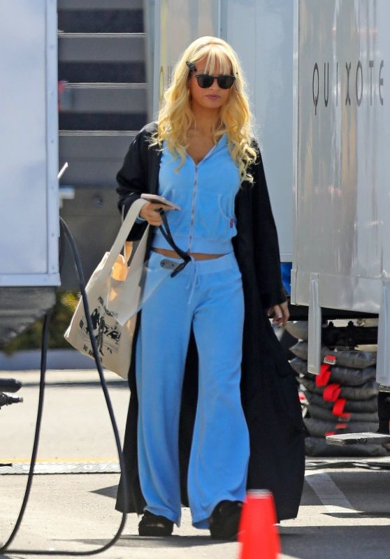 """Lily James - """"Pam and Tommy"""" Filming Set in Los Angeles 06/02/2021"""