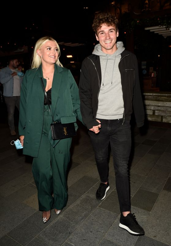 Lucy Fallon at Menagerie in Manchester 06/12/2021