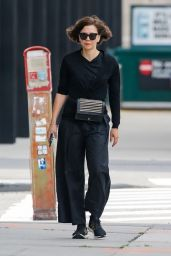 Maggie Gyllenhaal in All-Black in New York 06/01/2021