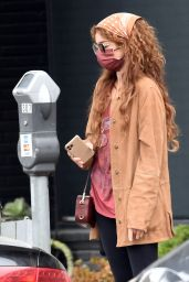 Sarah Hyland - Visiting a Hair Salon in West Hollywood 06/07/2021