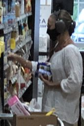 Sarah Jessica Parker - Shopping at Grocery Store in Amagansett, NY 06/21/2021