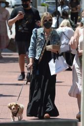 Sarah Michelle Gellar - Out in Los Angeles 06/14/2021