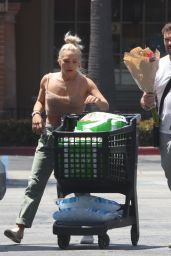 Sharna Burgess - Grocery Shopping at Ralphs in Malibu 06/14/2021