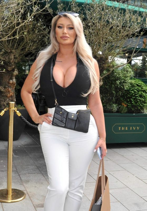 Sophie Dalzell - Out in Manchester City Centre 06/05/2021