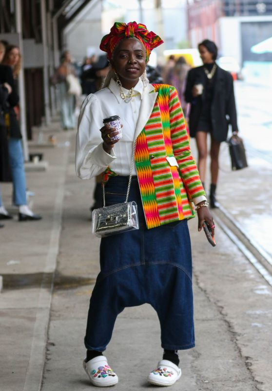Suzan Mutesi at Afterpay Australian Fashion Week Street Style in Sydney 06/03/2021