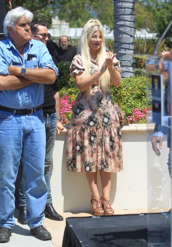 Tori Spelling With Jay Leno at the Concourse D'Elegance in Beverly Hills 06/20/2021