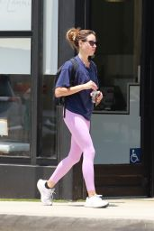 Aubrey Plaza in a Pink Yoga Pants - Los Angeles 07/12/2021