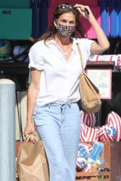 Cindy Crawford - Grocery Shopping at Vintage Grocers in Malibu 07/19/2021