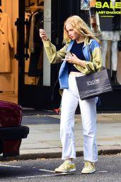 Ellie Bamber - Shopping in London 07/06/2021