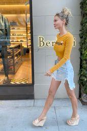 Gia Skova - Shopping in Hollywood 07/16/2021