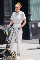Gigi Hadid - Out in New York City 07/28/2021