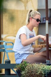 Hailey Clauson - Out to Eat in LA 07/21/2021