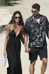 Izabel Goulart and Kevin Trapp on the Greek Island of Mykonos 07/16/2021