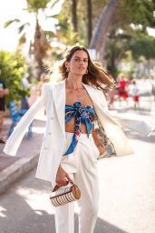 Izabel Goulart on the Croisette in Cannes 07/06/2021