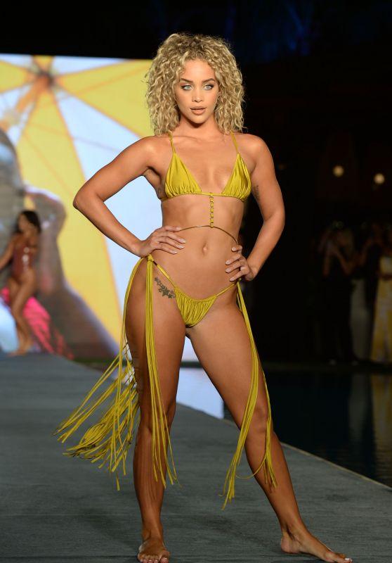 Jasmine Sanders – Sports Illustrated Runway Show at Miami Swim Week 07/10/2021