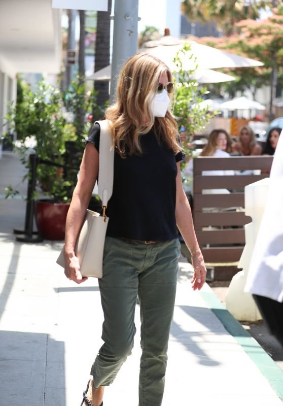 Jennifer Aniston in Casual Outfit - Beverly Hills 07/09/2021