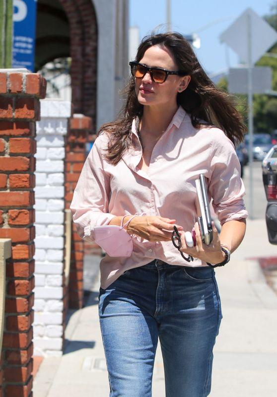 Jennifer Garner Street Style - LA 07/30/2021