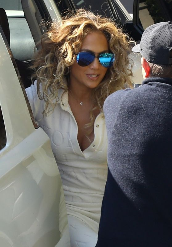 Jennifer Lopez - Arriving For a Photoshoot in LA 06/30/2021