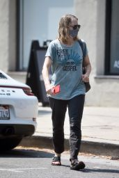 Jodie Foster - Leaves Nail Salon in Los Angeles 07/21/2021