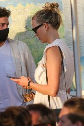 Karlie Kloss - Out in Saint-Tropez 07/27/2021