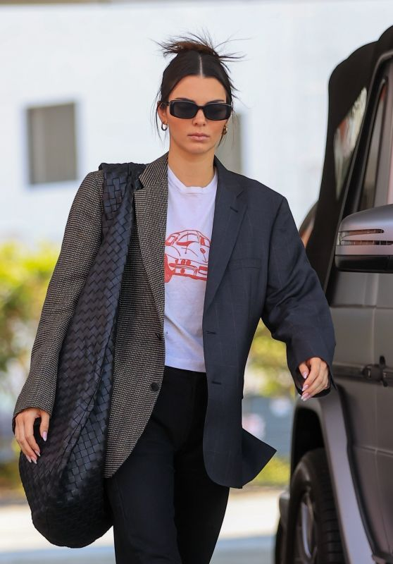 Kendall Jenner at the Gas Station in Beverly Hills 07/13/2021