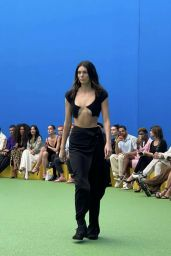 Kendall Jenner - Jacquemus Fall-Winter 2021-2022 Fashion Show in Paris 06/30/2021