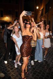 Kim Kardashian - Trevi Fountain i Rome 06/29/2021