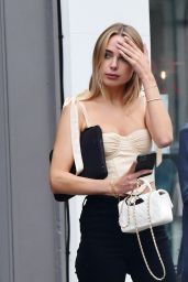 Kimberley Garner - Shopping in Chelsea 07/05/2021