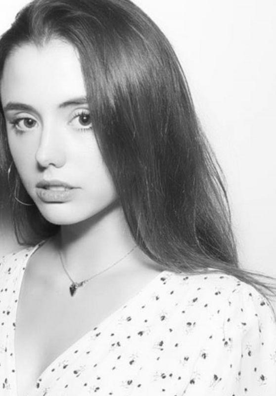 Lily Mo Sheen 07/12/2021
