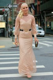 Lindsey Vonn in a Gucci Dress With Gold High Heels - NY 07/12/2021