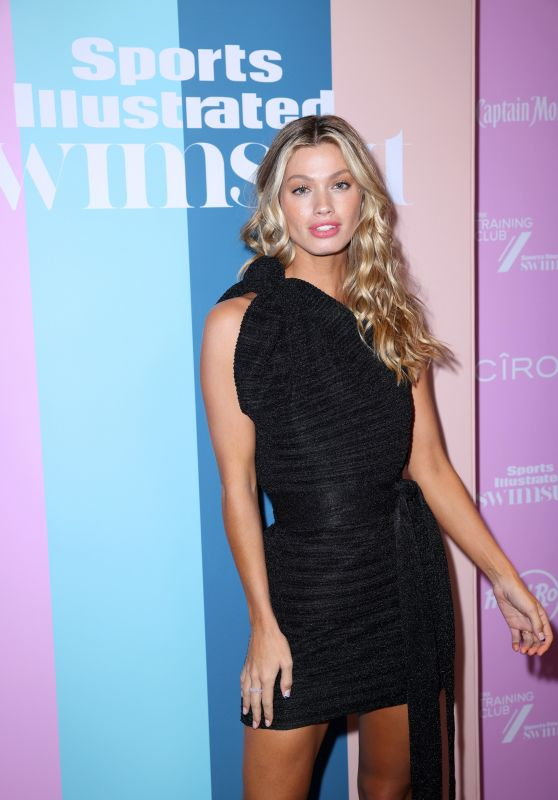 Maggie Rawlins – Sports Illustrated Swimsuit 2021 Issue Concert in Miami 07/24/2021
